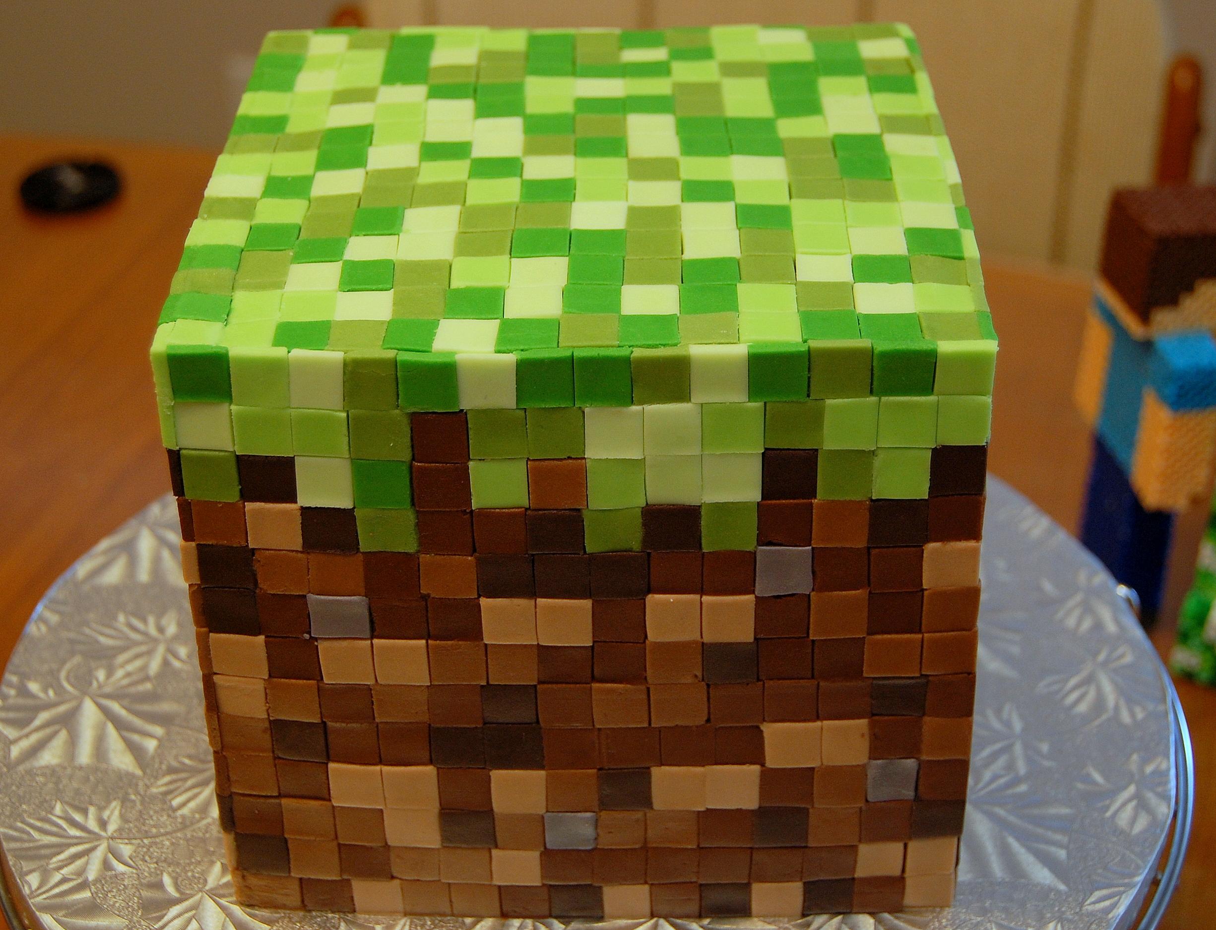 ... um arraso! É muito simples mas lembra o bolo do jogo de Minecraft