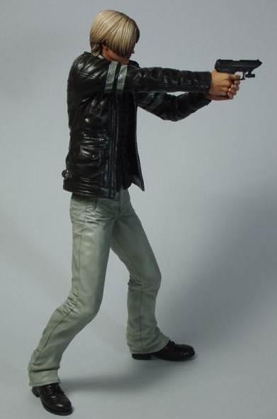 resident-evil-6-pvc-statue-leon-s-kennedy-24-cm