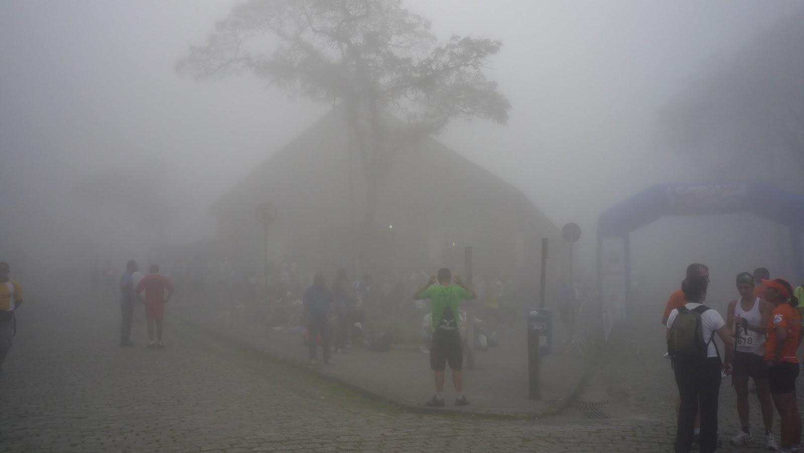 Turistas visitam Paranapiacaba. Certeza que metade já jogou Silent Hill