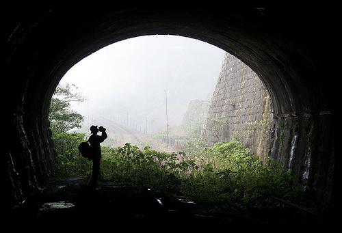 O tal Túnel dos Mortos sendo visitado por um maluco